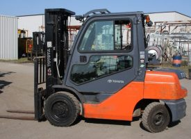 Toyota 7FGU32 forklift with cab package